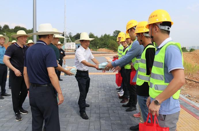 市政公用集团万义辉视察绿色建筑产业园6911.jpg