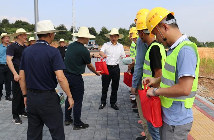 市政公用集团万义辉视察绿色建筑产业园6913.jpg