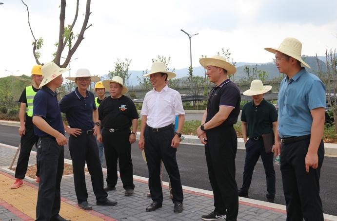 市政公用集团万义辉视察绿色建筑产业园6912.jpg